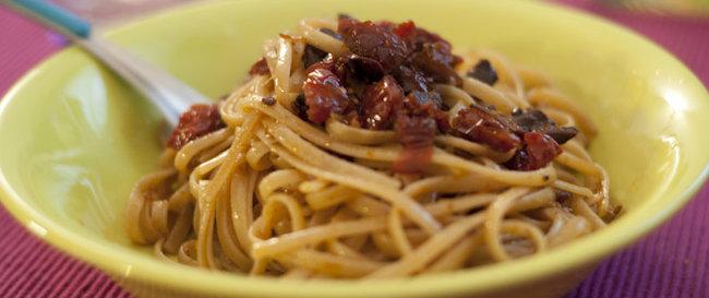 Spaghetti olive, Pomodori secchi e olio di oliva!